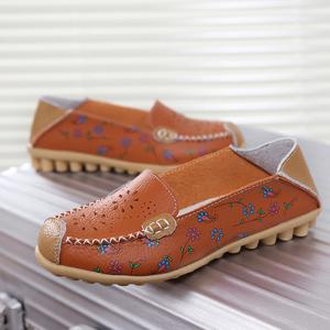 SK10 รองเท้าหนังนิ่ม (หนังวัว) ลายดอกไม้เล็ก Size 39